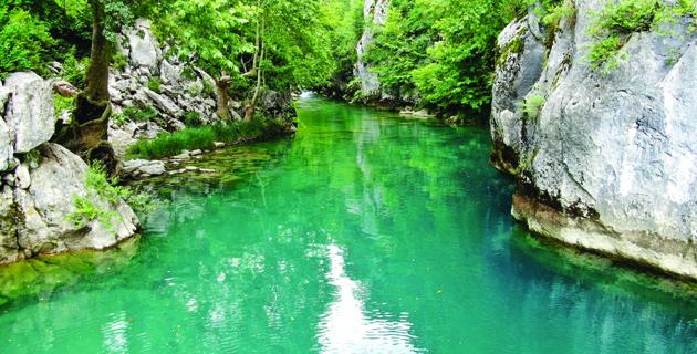 Kanlıbüvet Kanyonu turkuaz rengiyle ilgi görüyor