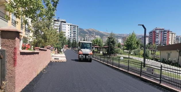 Aliya İzzetbegoviç çevresine sıcak asfalt