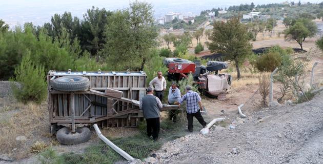 Kahramanmaraş'ta traktörün devrilmesi sonucu 3 kişi yaralandı