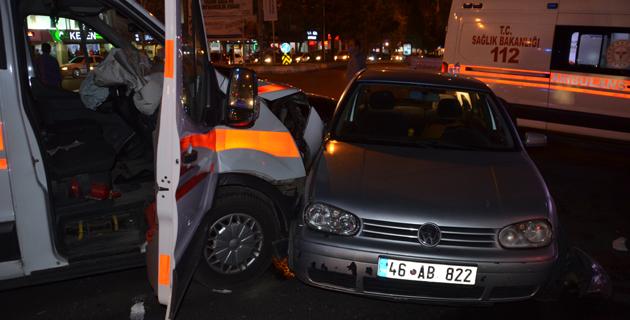 Kahramanmaraş'ta ambulans ile otomobil çarpıştı: 6 yaralı