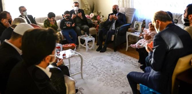 Mahir Ünal, şehit polis memuru Barış Göl'ün ailesini ziyaret etti