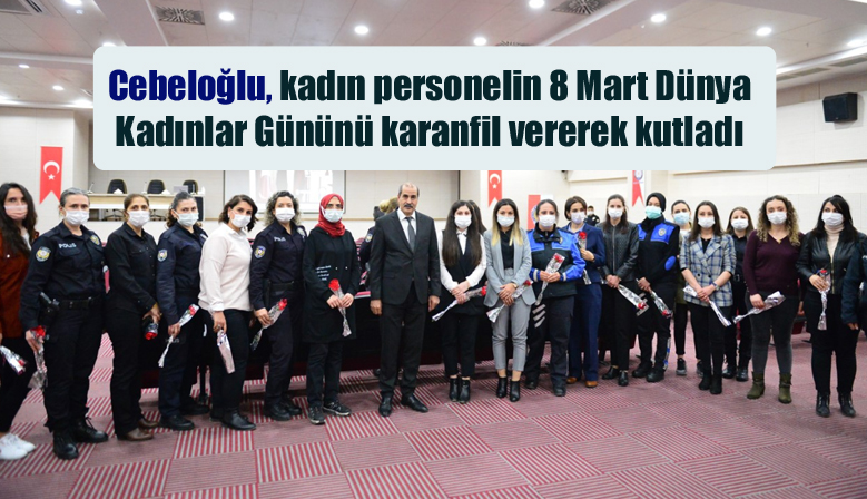 Cebeloğlu kadın personelin 8 Mart Dünya Kadınlar Gününü karanfil vererek kutladı