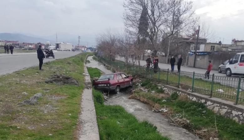 Kahramanmaraş'ta Otomobil Kanala Düştü