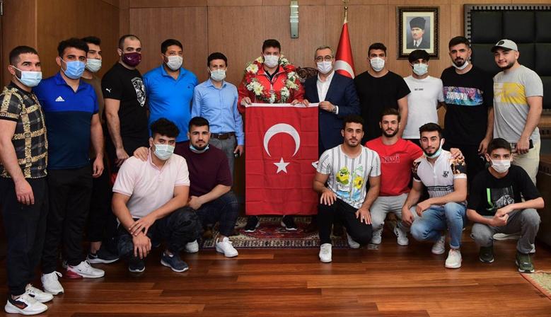 Anıl Türkiye'nin Gururu Oldu