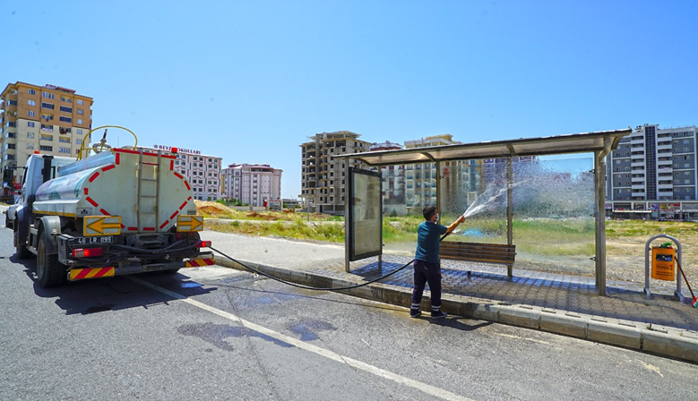 Kahramanmaraş'ta otobüs duraklarında temizli