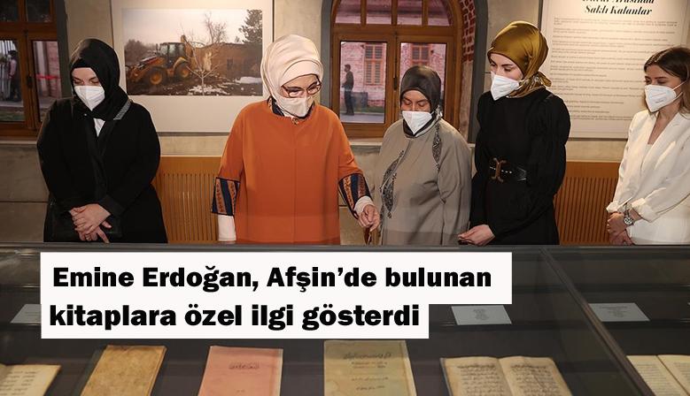 Emine Erdoğan Afşin'de bulunan kitaplara özel ilgi gösterdi